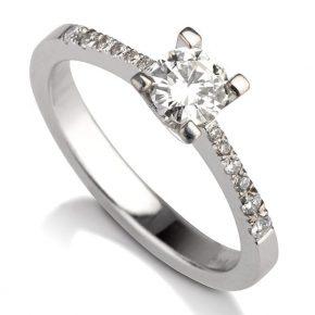 טבעת אירוסין יהלומי צד