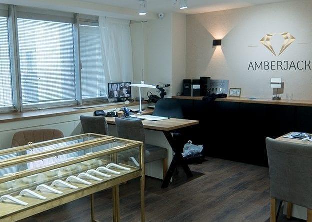 אולם תצוגה של Amberjack Diamonds ייצור ושיווק תכשיטי זהב משובצים יהלומים