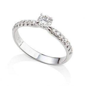 טבעת אירוסין יהלום מרכזי