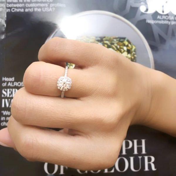 טבעת יהלום בצורת קושן