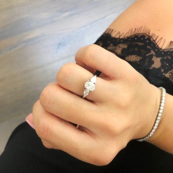 טבעת יהלום אובל 1 קראט
