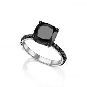 טבעת יהלום שחור בליטוש קושן.