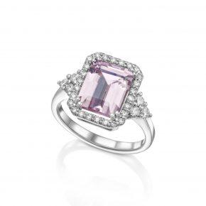 טבעת מורגנייט בשילוב יהלומים.