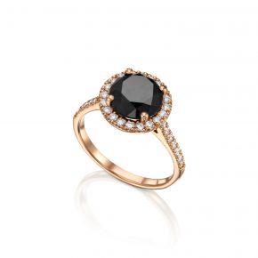 טבעת זהב אדום בשיבוץ ביהלום שחור.