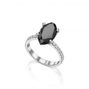 טבעת יהלום שחור בחיתוך מרקיזה בזהב לבן